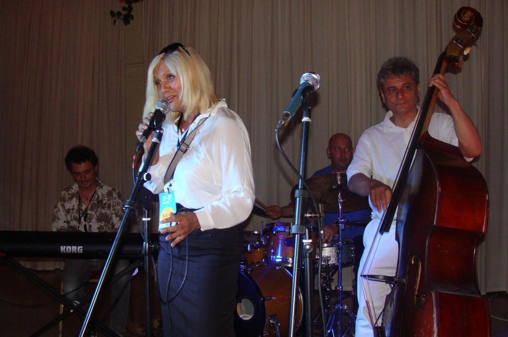 Ирина Родилес и джаз бенд